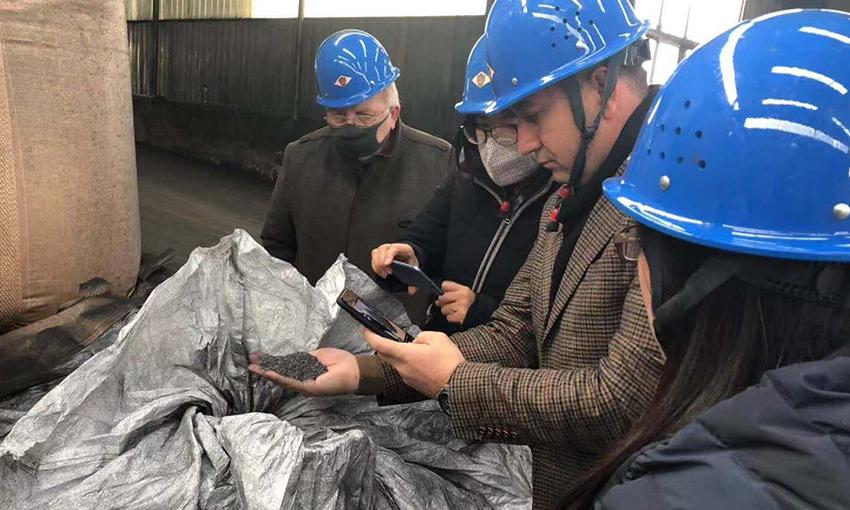 土耳其客户参观荣盛集团旗下的石墨电极生产工厂
